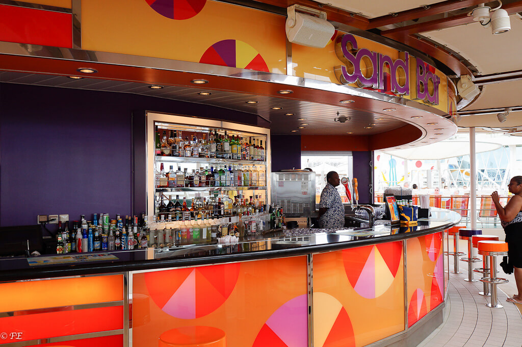 Allure of the Seas bar