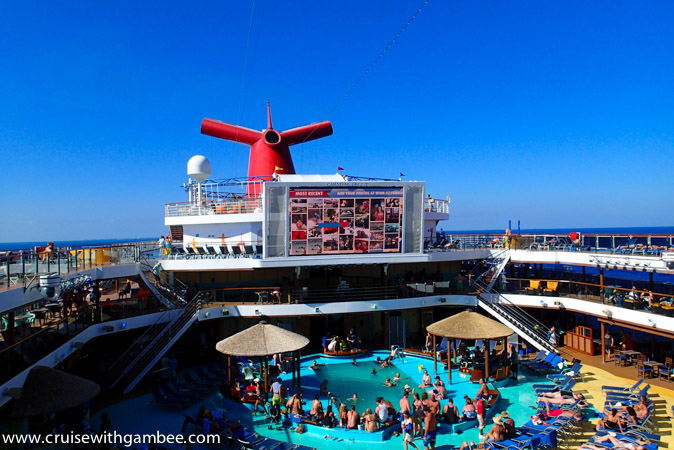 Carnival Breeze swimming pool